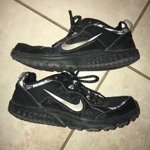 Nike wild trail tennis shoes
